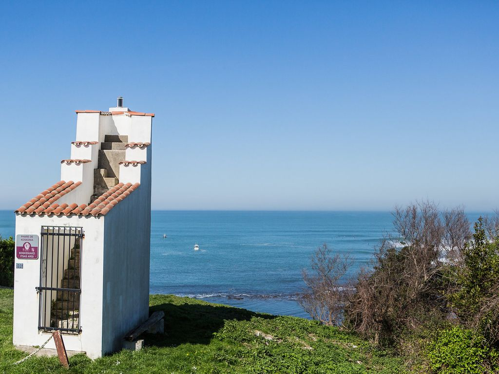 On the cliff in Guéthary, apartment with sea views and direct beach access