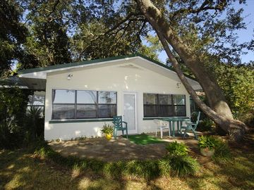 Lillian cottage rental - Old oak trees surround this cottage - keeping it shady in the summer!