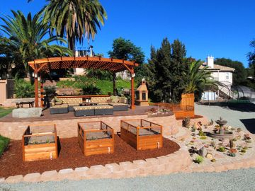 Temecula house rental - Our redwood pergola lounge area offers mountain views to the east.
