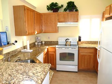 Fully equipped kitchen with granite countertops and breakfast bar
