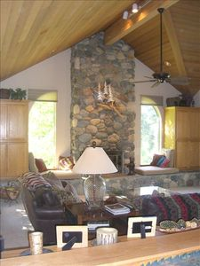 Warm and Cozy, yet Spacious Mountain Home!