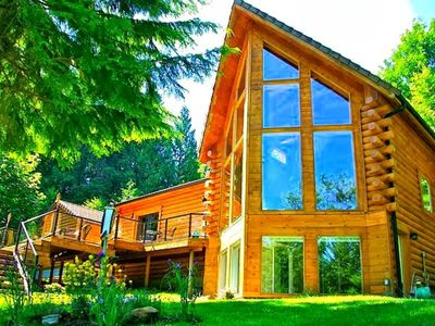 180° OMG Waterfront Acre View @ Luxurious Riverfront Log Home, 25Min to Downtown