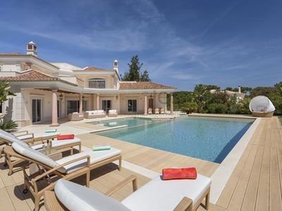 Impressive Large 5 Bedroom Luxury Private Villa With Infinity Pool & Games Room