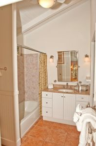 Kihei house rental - Master Bathroom