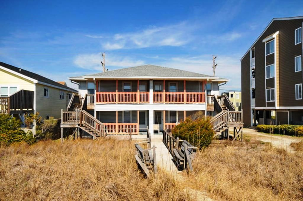 Cherry grove beach house rental pet friendly oceanfront 2 for 9 bedroom beach house rental