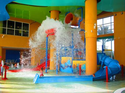 Splash Resort condo rental - Splash Water Park with Dumping bucket of water over the slides