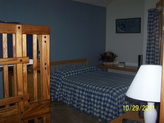 North Woodstock townhome photo - Upstairs bunkroom with full size and bunk beds/ private bath