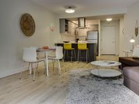 Modern Downtown Condo, Walk To Pike Place, Eateries, More!
