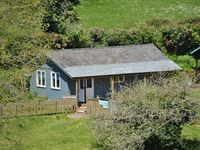 Beach House style cabin in secluded valley 1 mile from Bantham beach