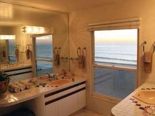 Solana Beach house photo - Master bathroom vanities with oceanfront