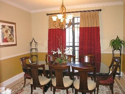 ELEGANT DINING ROOM