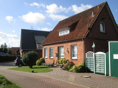 Cozy cottage near the Elbe island Krautsand for up to five people.