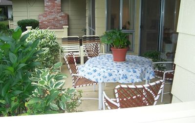 Outdoor patio dining includes a bbq (propane)