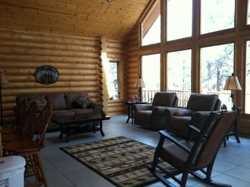 Williams cabin rental - Great Room with Chalet Front