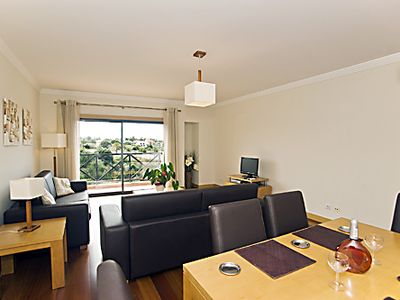 'SUNNY DAYS' - LARGE, BRIGHT & AIR CONDITIONED LOUNGE DINING ROOM + BALCONY
