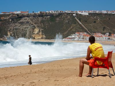 Nazare house rental - Life guard at beach