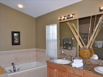 Large mstr bath w/ jacuzzi tub - Large walkin shower to left of image not shown