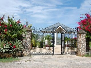 Runaway Bay villa photo - Entrance gates: view of the ocean, mountains and town below