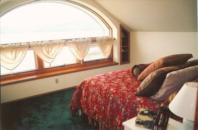 Master Suite -- Wake up to Sun and Lake