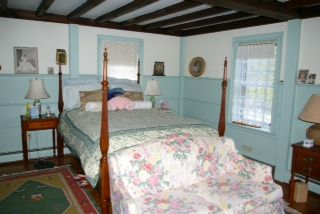 Newport house photo - The 1st floor master suite has a extra long double bed and a full bath.