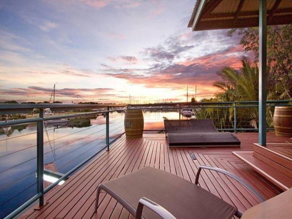 Cullen Bay Waterfront 4 Bedroom House With Pool