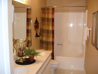 Branson condo photo - Master Bath Complimentary Decor Of Master Bedroom!