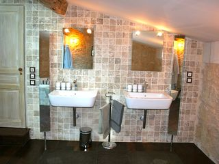 Naujan-et-Postiac farmhouse photo - Master bathroom with huge italian shower and jacuzzi tub.
