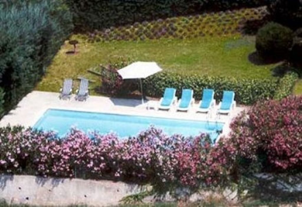 Luxury accommodation, 225 square meters, close to the beach