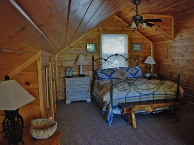 Townsend cabin rental - Loft with full bath