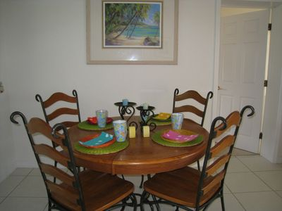 Grand Cayman condo rental - Dining room table can extend to seat six.
