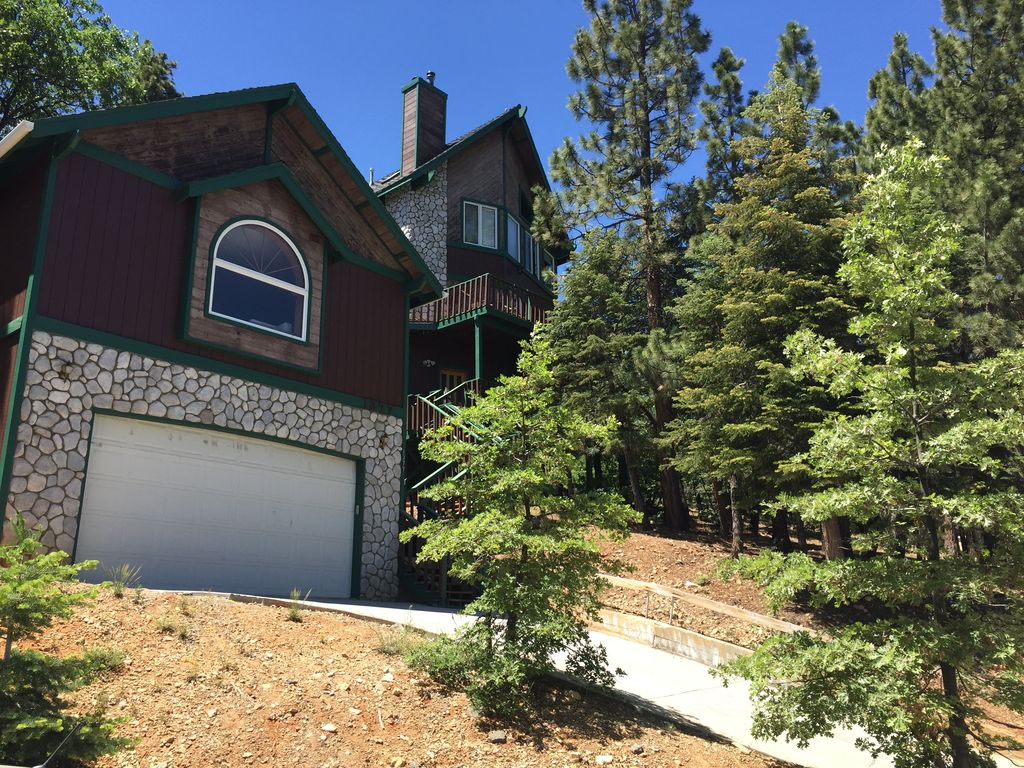The big bear tree house amazing views vrbo for Big amazing houses