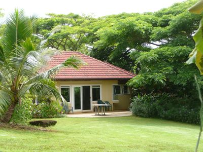 Very private, free standing 500 sq. ft. cottage amid tropical lushness.