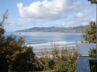 Sea views and safe swimming 15 min north of Dunedin.