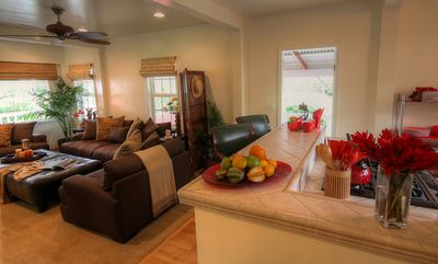 Waimea - Kamuela house rental - Comfortable Living Room and Kitchen