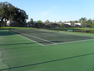 Tennis court and bastketball court a 2 min walk from home!