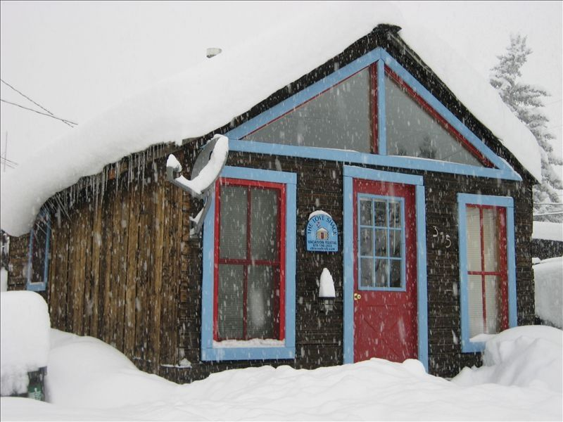 Cozy cabin in the heart of it all vrbo for The love shack cabin