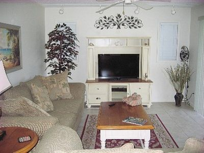 Comfortable living area with 40 in sony tv