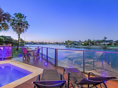 KURRAWA COVE @ MERMAID BEACH - BEAUTIFUL 5 BED FAMILY WATERFRONT HOME