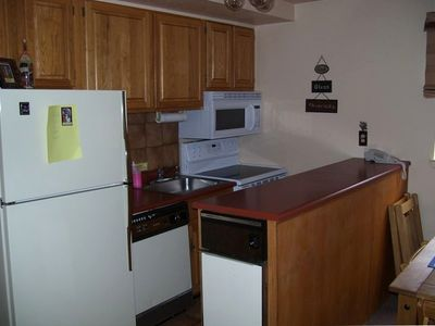 Red River condo rental - Kitchen - All utencils included, free coffe, creamer and Hot chocolate mix
