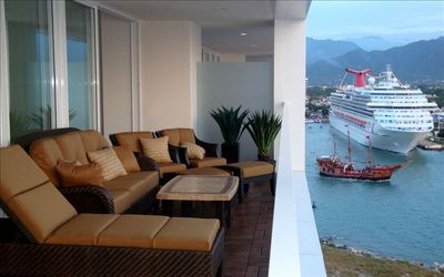 10' x 40' Lanai. Capture the view of the cruise ships in port