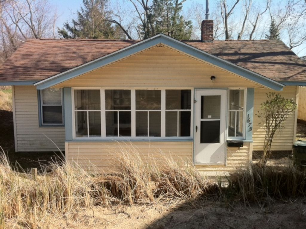 Vintage beach cottage located on stunning vrbo for Muskegon cabin rentals