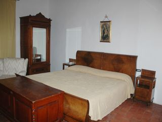 Fiesole villa photo - Caterina bedroom - traditional separable king bed