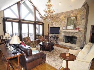 Gas Fireplace, Vaulted ceilings, 3 seating areas, ski slope views!
