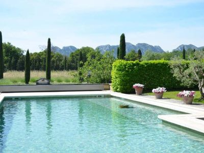 Glorious Provencal Mas with views over les Alpilles nr St Remy.Heated pool +wifi