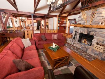 Lake Arrowhead lodge rental - Large Living Room
