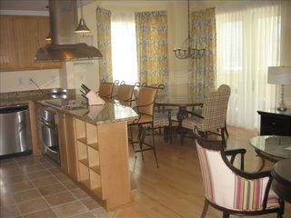 Isle of Palms condo photo - Spacious Full Kitchen