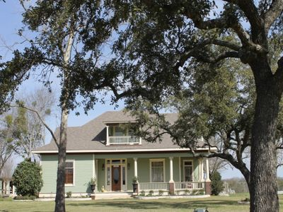 100 yr old gorgeous 2 story Hill Country Home w/ pool -  sleeps 8