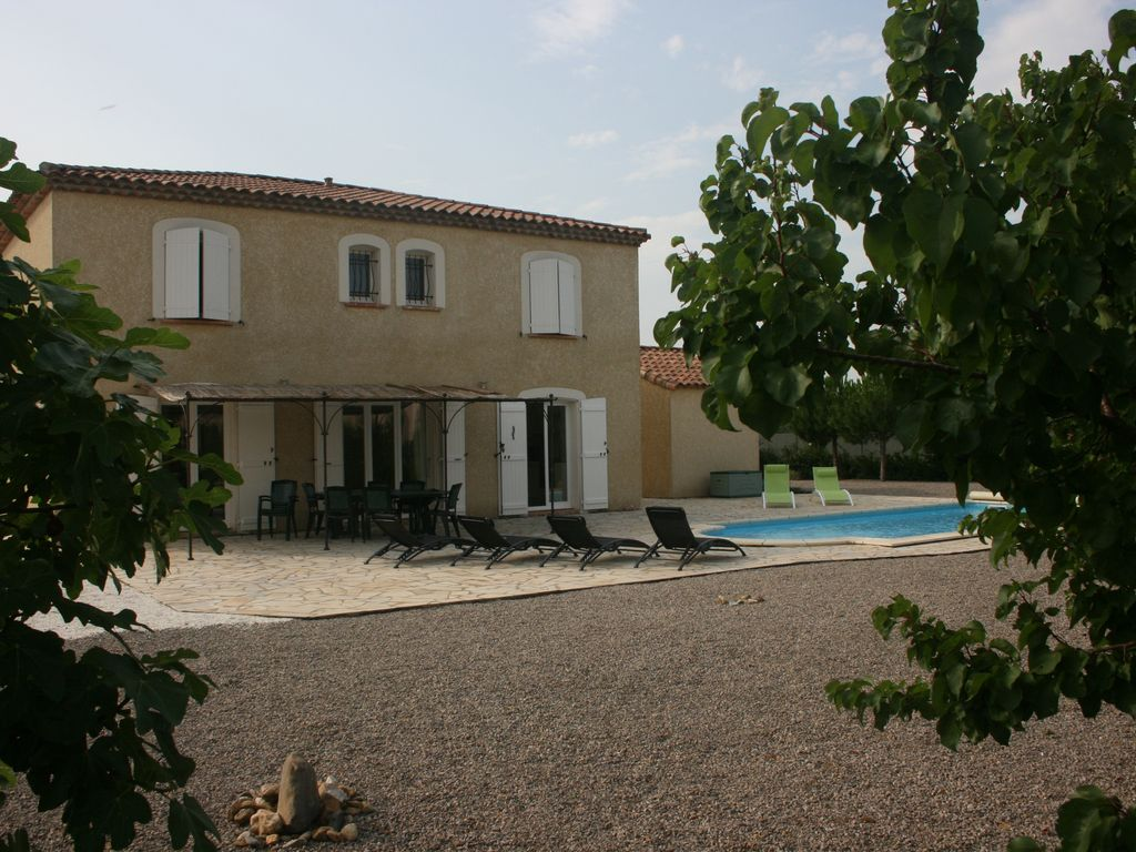 Cheap accommodation, 159 square meters, with pool