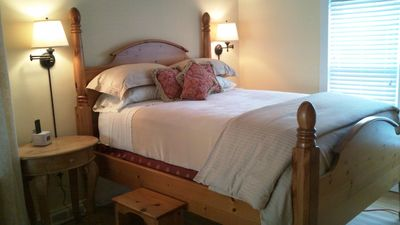 Romantic bed - Swan at Stonehearth