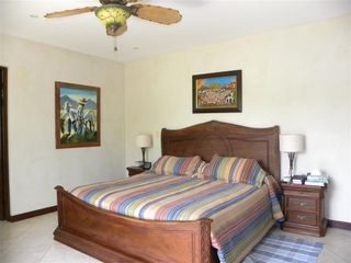 Playa Flamingo townhome photo - Master bedroom with kingsize bed and ensuite bath